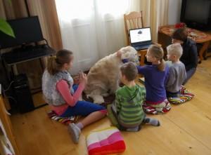 Vaikai su sunimi ir MC